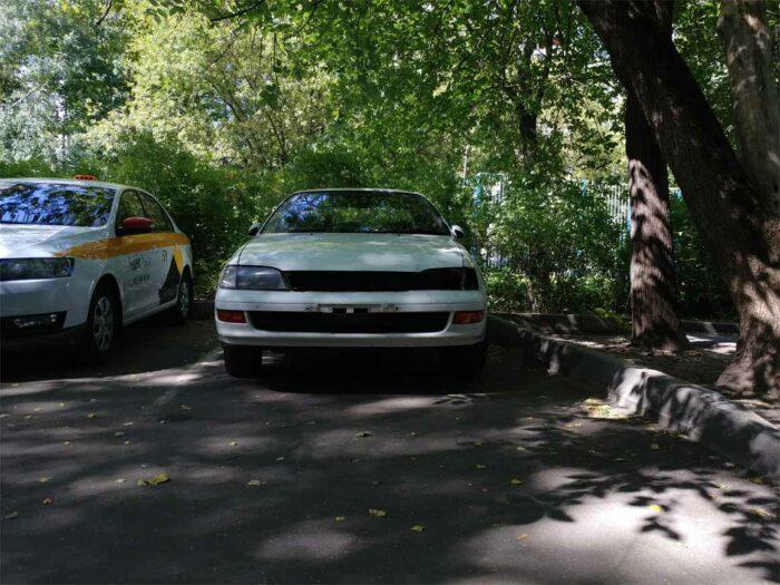 На фотографии почти собранный перед Toyota Corona ST195 4WD FullTime после ДТП, осталось только установить фару и решетку радиатора
