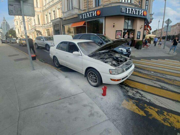 На фотографии Toyota Corona ST195 после пожара.