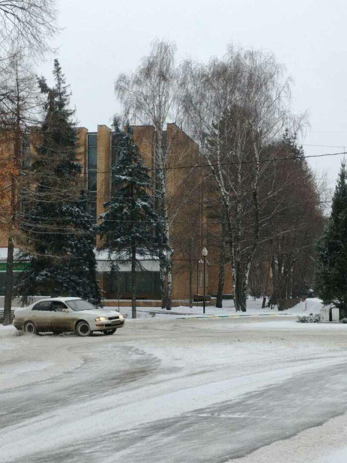 Toyota Corona 3S-FE 4WD FullTime snow drift. Крутится вокруг елки.