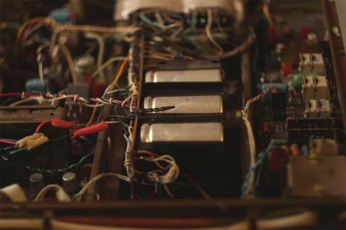 Внутри усилителя Радиотехника У101