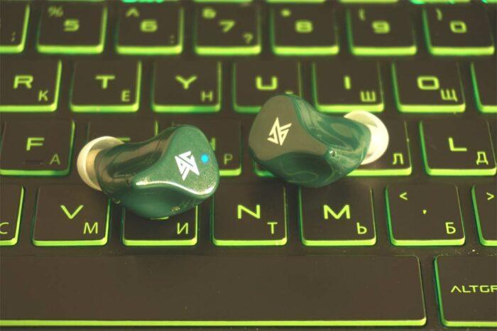 TWS - наушники ZS1 на ноутбуке HP Pavilion Gaming
