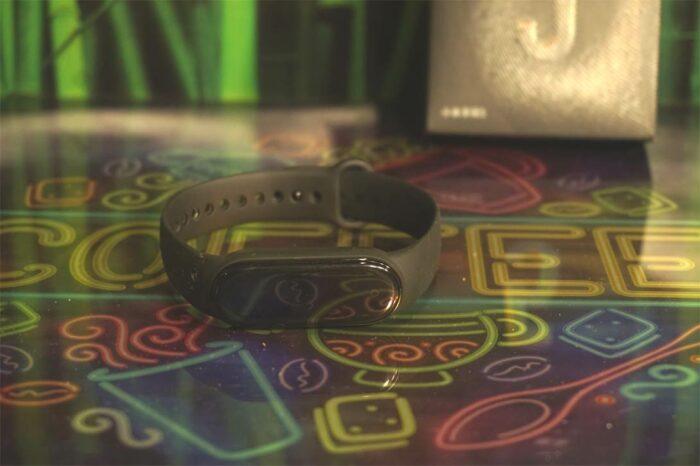 Умный фитнес-браслет Xiaomi Mi Band 5