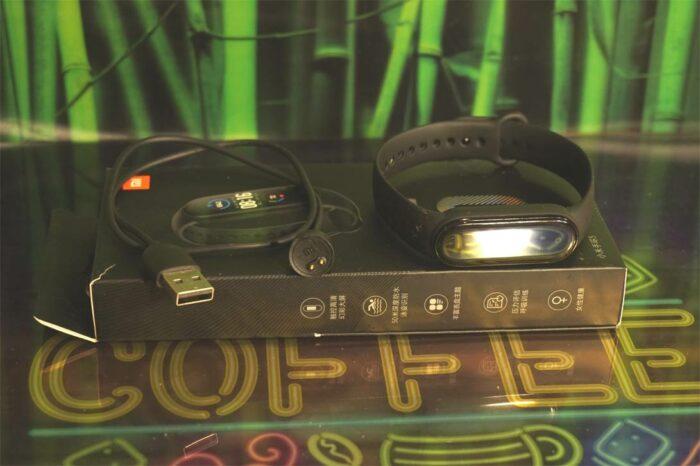 Умный фитнес-браслет Xiaomi Mi Band 5 и его полная комлектация